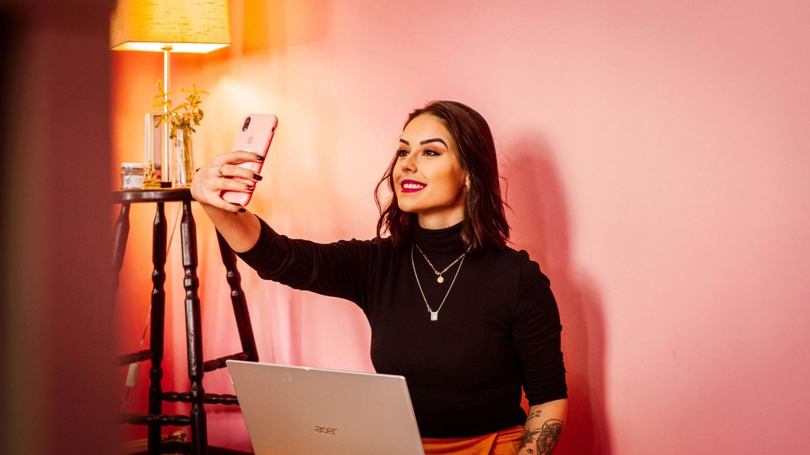 woman-holding-phone-selfie